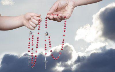 """Wiara: Międzynarodowa akcja """"Milion dzieci modli się na różańcu"""""""