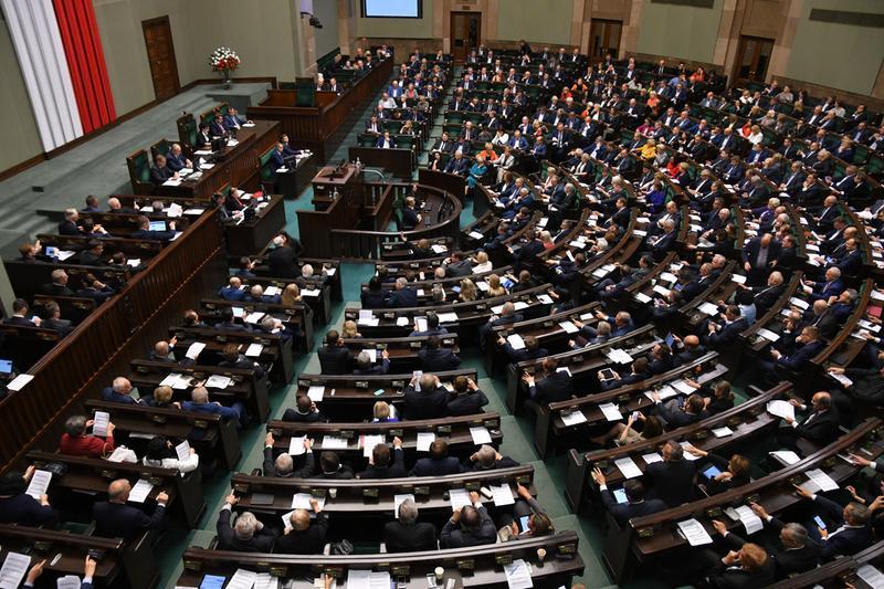 Koronawirus: Sejm przyjął specustawę dotyczącą tarczy antykryzysowej