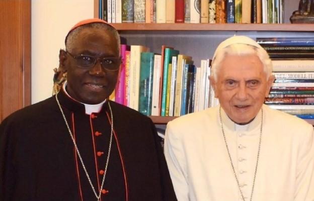 Watykan: Benedykt XVI i kard. Sarah bronią celibatu kapłańskiego