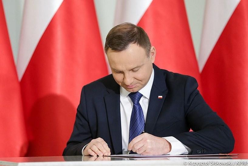 Kraj: Prezydent Andrzej Duda ma dziś podpisać ustawę o 14 emeryturze