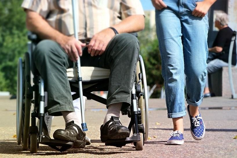 Wicemin. P. Wdówik: osoby niepełnosprawne i ich opiekunowie powinny być zaszczepione jak najszybciej