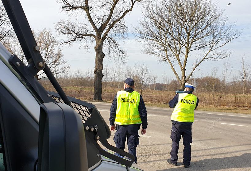 Powiat ostrowski. Kierowcy stracili uprawnienia za zbyt szybką jazdę w terenie zabudowanym