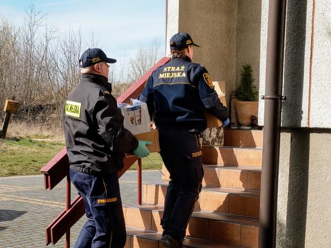 Łomża: Straż Miejska pomaga w walce z koronawirusem