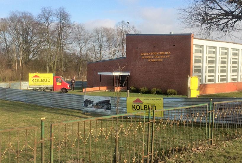 Gmina Kolno: Prace przy rozbudowie szkoły w Borkowie ruszyły [FOTO]