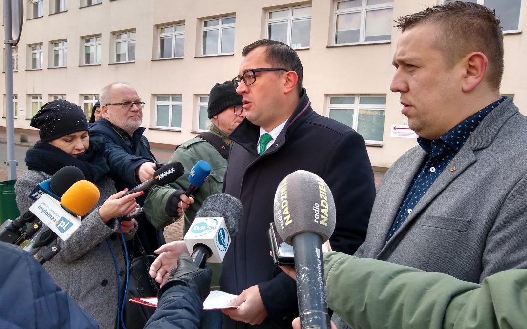 Łomża: Konferencja prasowa posła PSL Stefana Krajewskiego o utworzeniu szpitala zakaźnego w Łomży