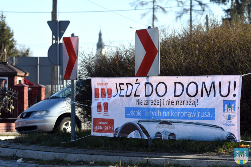 Nowogród: Po prostu jedź do domu i w nim zostań – zachęca miasto [FOTO]