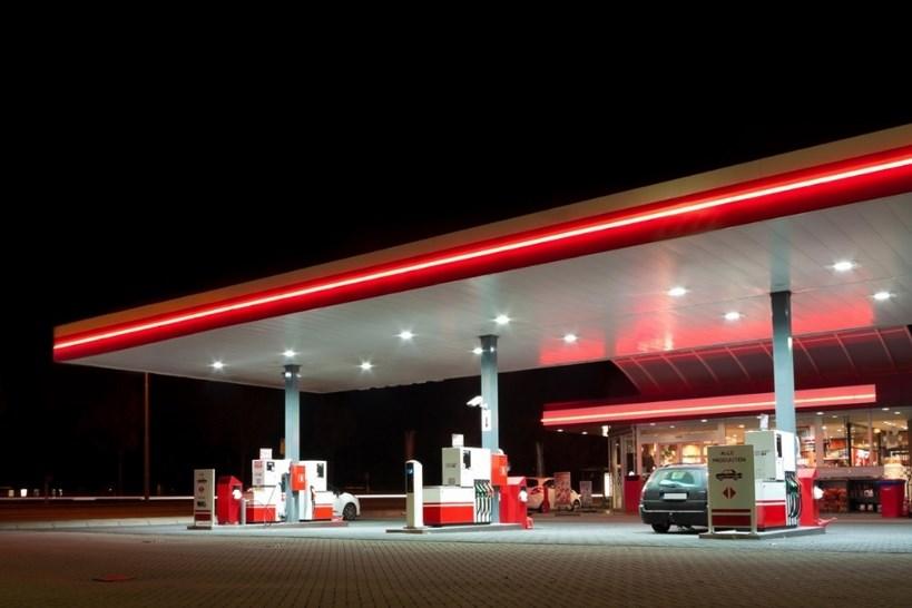 Kraj: Od marca obowiązuje niższa akcyza na paliwo