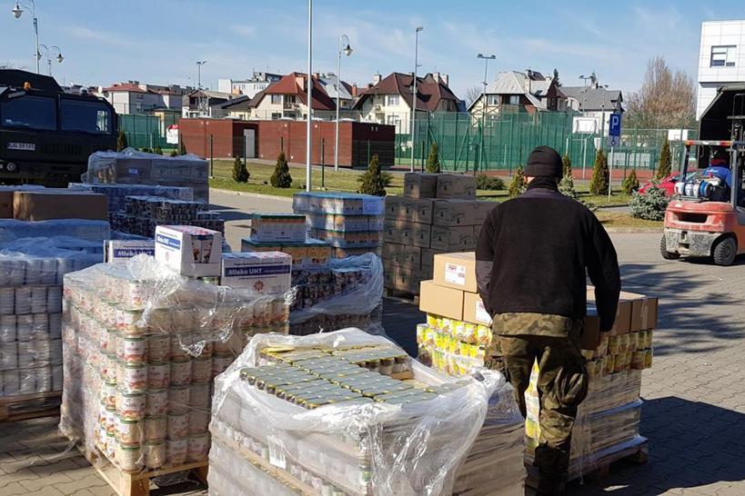 Ostrołęka: Dziewięć ton żywności trafi do potrzebujących [FOTO]