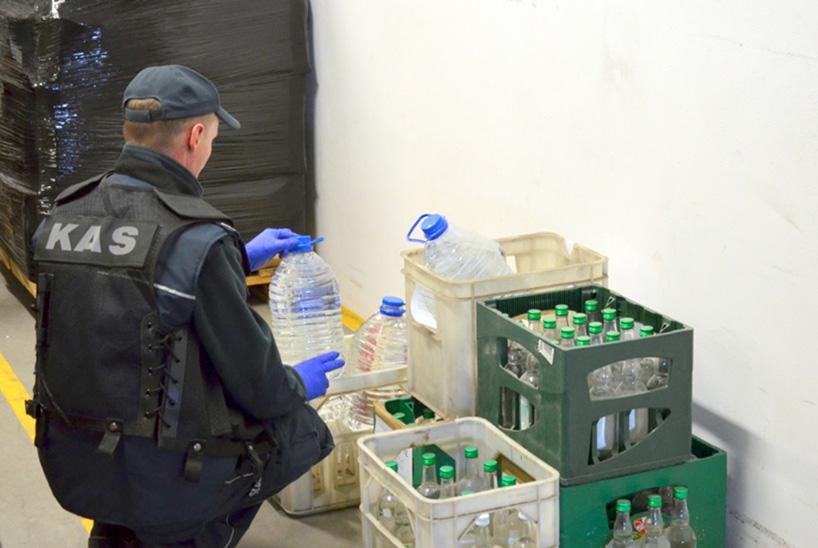 KAS: Przekazaliśmy ponad 264 litry alkoholu do sanepidu