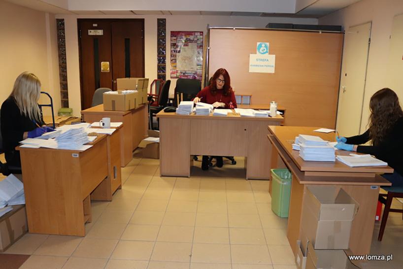 Łomża: Trwa dystrybucja maseczek do seniorów