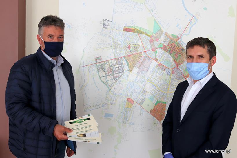 Łomża: Bony podarunkowe ze Strzegomia dla pracowników DPS-u