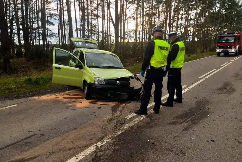 Powiat łomżyński. Zderzenie osobówki z motocyklem. Jedna osoba zginęła