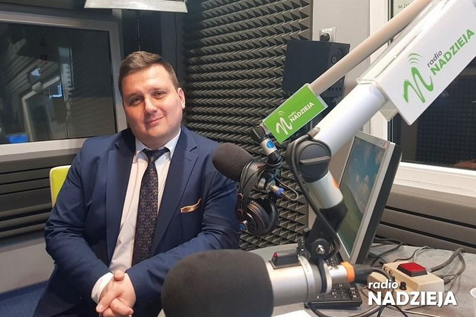 GD: Dariusz Brakoniecki, wiceprezes Krajowego Zasobu Nieruchomości – Program Mieszkanie Plus, a teraz Mieszkanie Dla Rozwoju, wymaga tego, aby być ustawicznie w terenie i ta ściana wschodnia będzie mi w związku z tym szczególne bliska