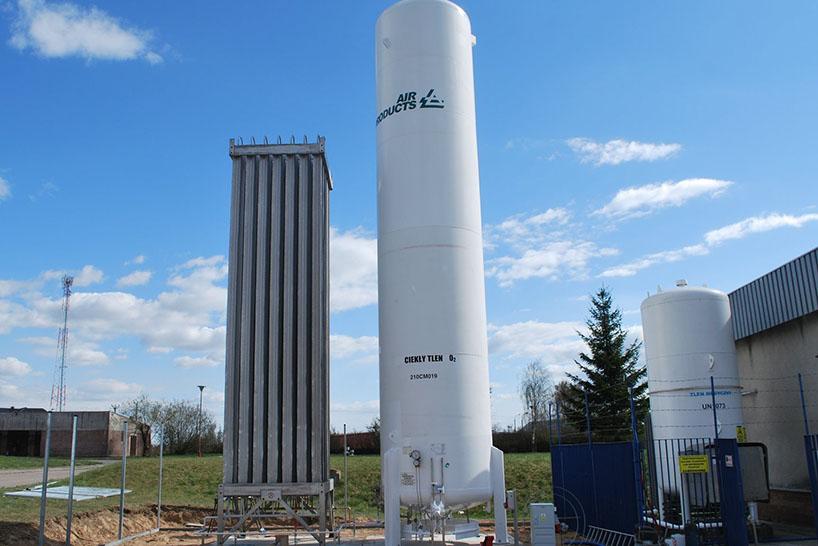 Łomża: Przy szpitalu stanął zbiornik zabezpieczający dostęp do tlenu