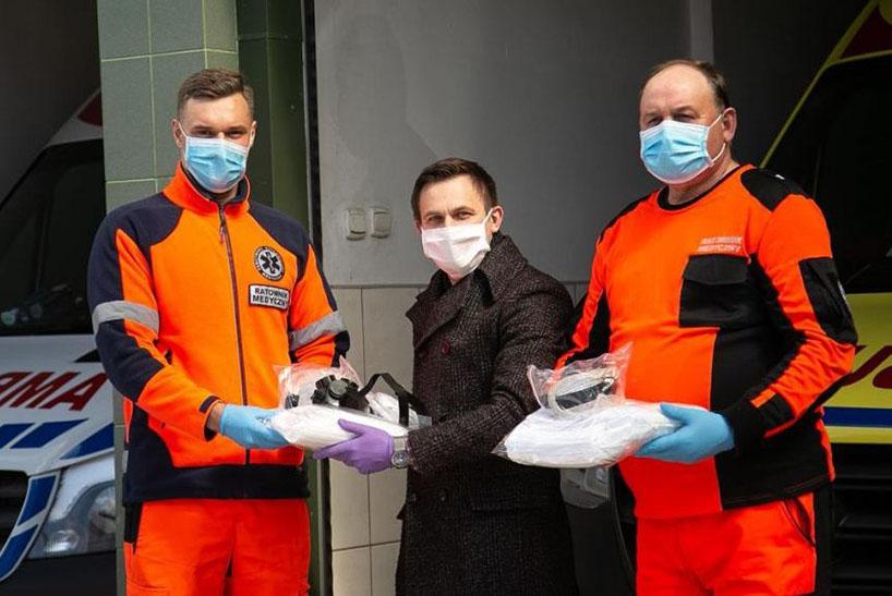Ostrołęka: Środki ochrony osobistej trafiły do ratowników medycznych