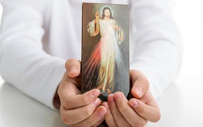 Wiara: Dla Jego bolesnej męki… – Koronka na ulicach miast