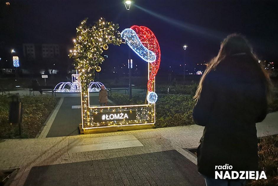 Łomża: Iluminacje świąteczne cieszyły oko, ale też padły ofiarą wandali
