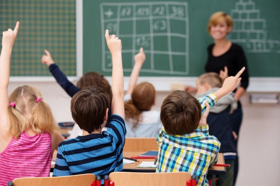 Koronawirus: Kiedy uczniowie wrócą do nauki w szkołach? Jak ustąpi III fala