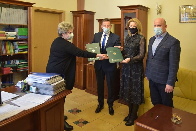 Powiat kolneński. Samorządy wymieniły się aktami własności