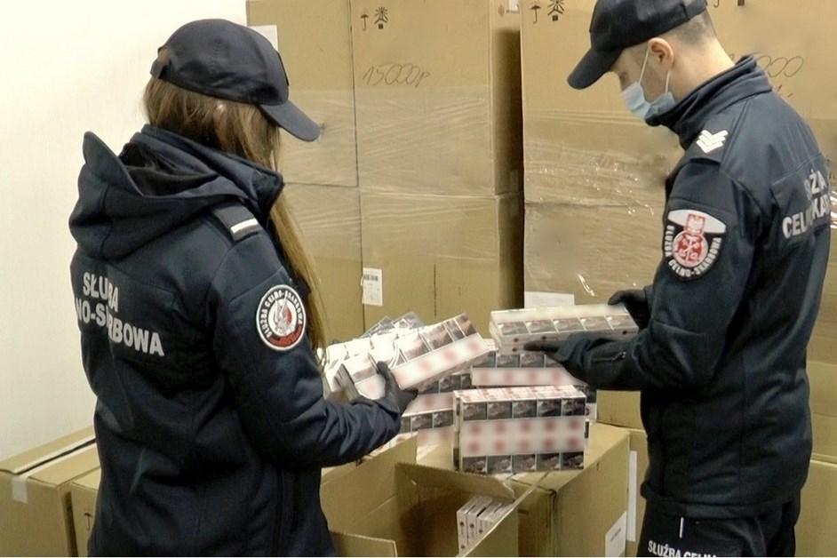 Podlaskie. KAS udaremniła przemyt dużej partii papierosów z Białorusi