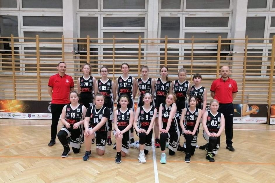 Koszykówka. Dziewczyny z UKS 4 Łomża Mistrzyniami Województwa Mazowieckiego w Koszykówce Dziewcząt