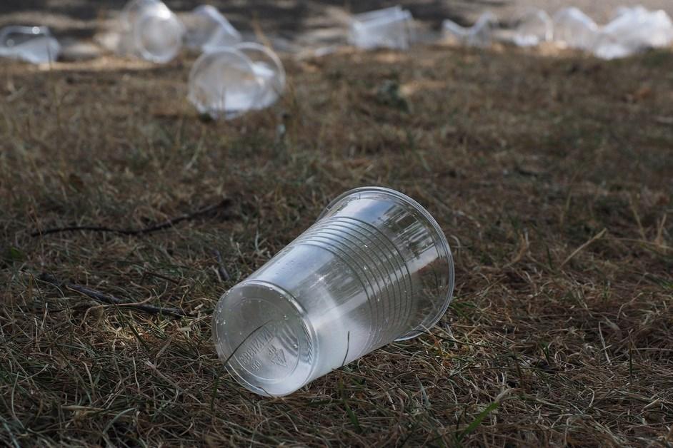 Myszyniec: Urzędnicy sprzątają swoją miejscowość