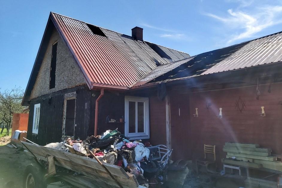 Kiermusy: Spłonął drewniany dom. Trwa zbiórka na odbudowę