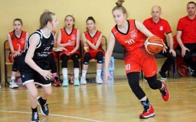 Koszykówka: Dziewczyny z UKS 4 Łomża zawalczą o finał Mistrzostw Polski