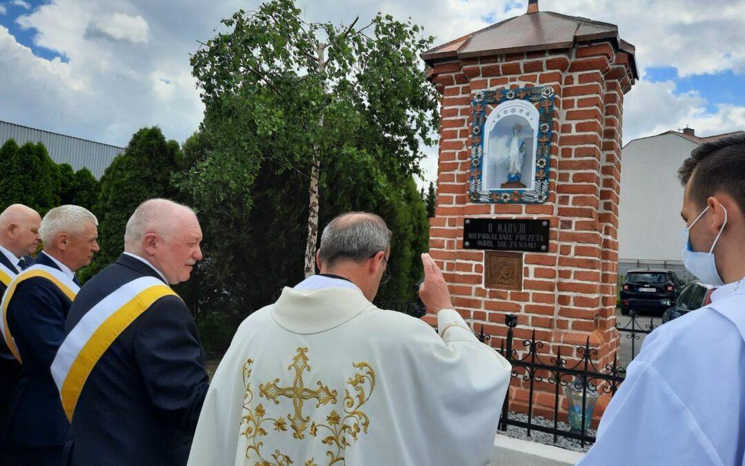 Wiara: Rycerze Kolumba odrestaurowali kapliczkę przy kościele