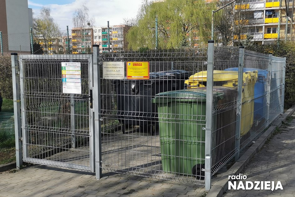 Łomża: W ŁSM altanki śmietnikowe są na klucz