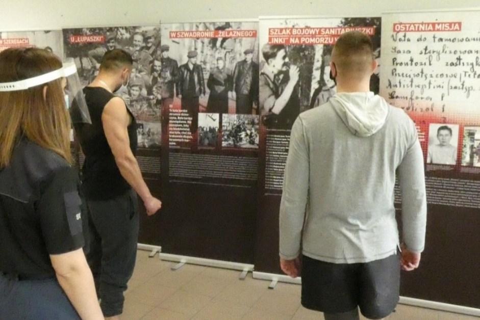 Powiat zambrowski: Więźniowie obejrzeli wystawę