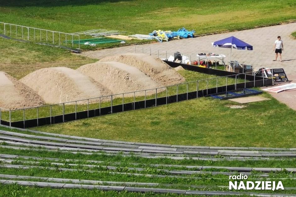Łomża: Na muszli powstaje boisko do plażowej piłki ręcznej