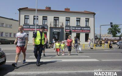 Zambrów: Policja uczyła maluchy i dorosłych o tym, kto ma pierszeństwo