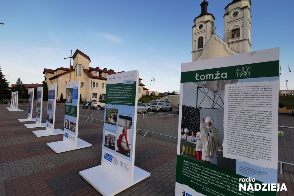 Łomża: 30. rocznica wizyty papieża – otwarto specjalną wystawę