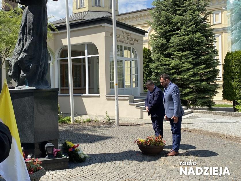 Łomża: Władze miasta upamiętniły 30. rocznicę wizyty Jana Pawła II