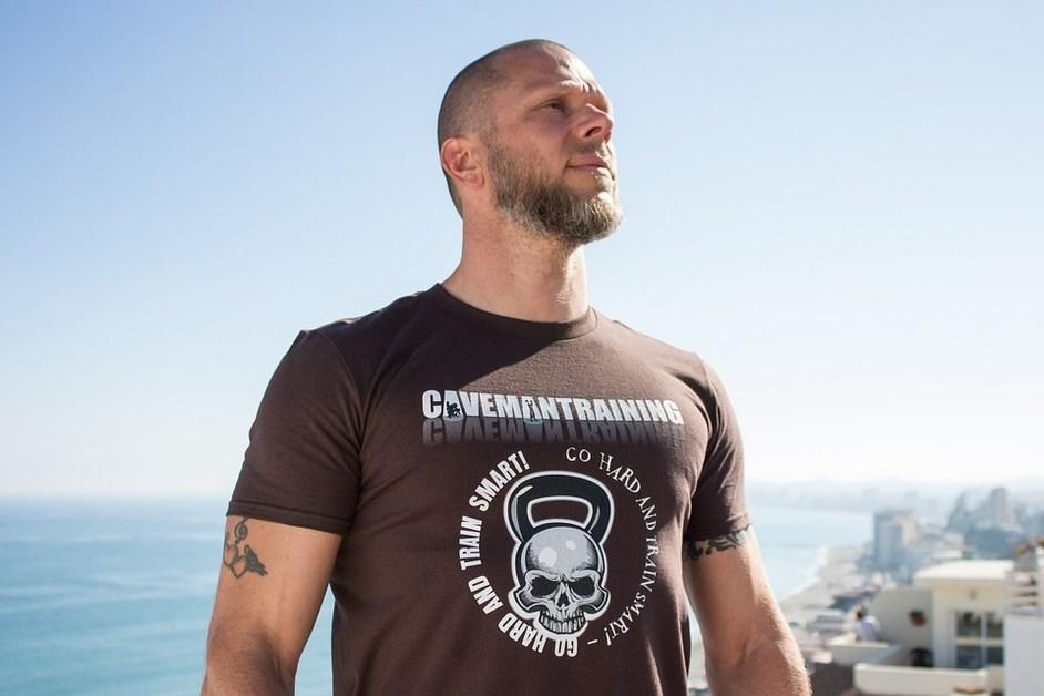 Najmodniejsze koszulki męskie – jakie modele wybrać?