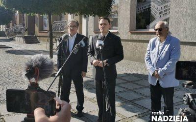 Łomża: Oświadczenie radnych po nadzwyczajnej sesji