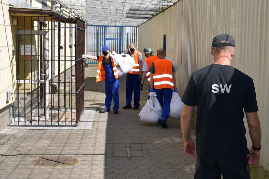 """Czerwony Bór: Program """"Praca dla więźniów""""nie dał się pandemii"""