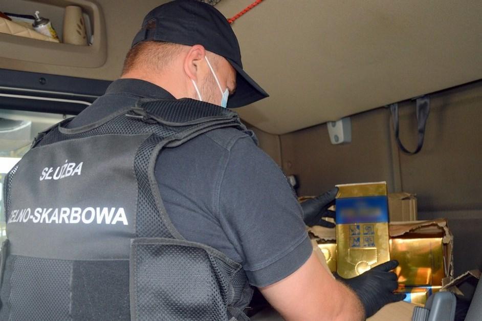 Podlaskie: W kabinie tira był ukryty nielegalny alkohol