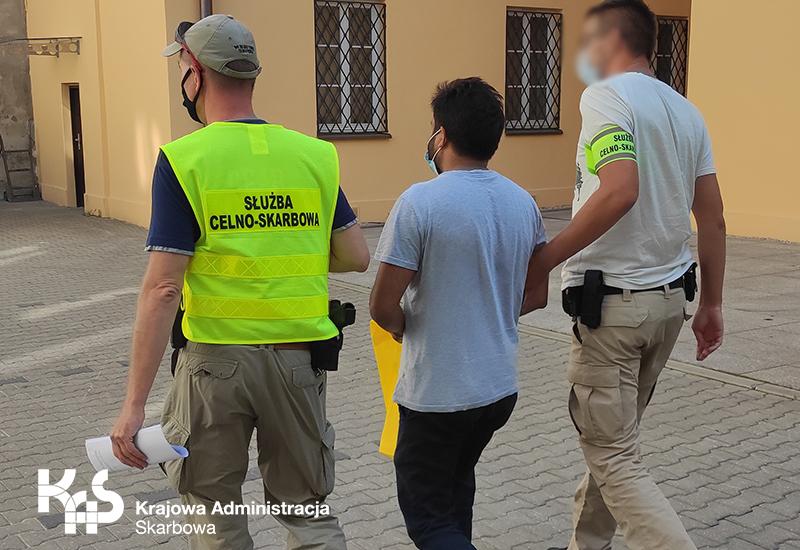 Mazowsze. 9 osób zatrzymanych z podejrzeniem o wyłudzenie podatku VAT