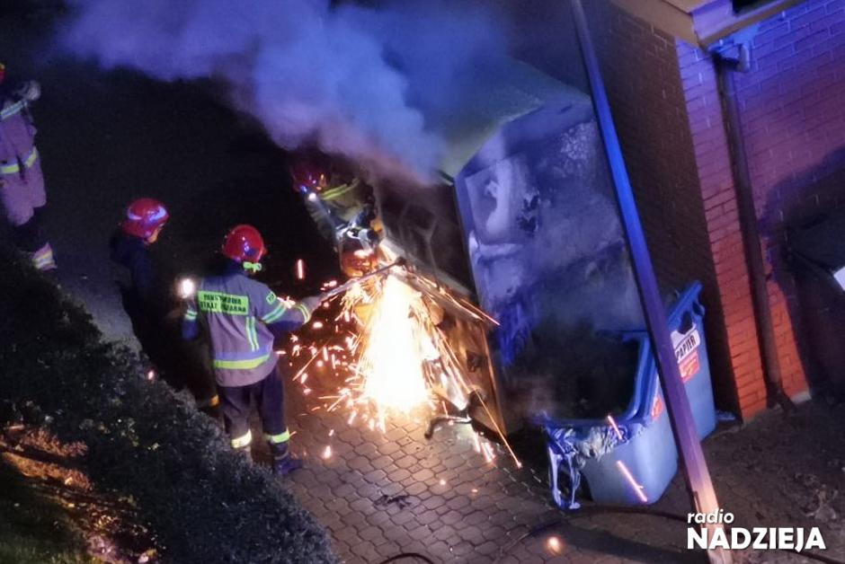 Łomża: Pożar śmietnika przy Kazańskiej