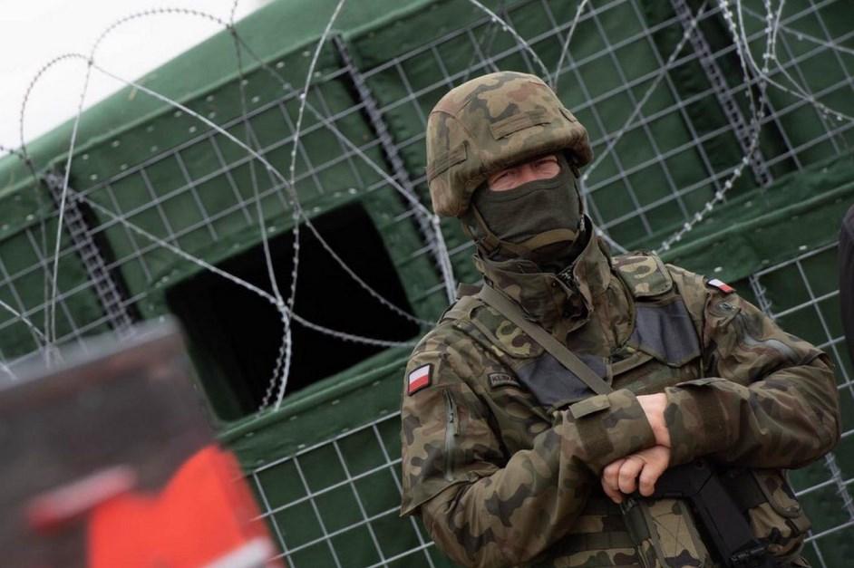 MON: Żołnierze Wojska Polskiego patrolują wspólnie ze Strażą Graniczną odcinek graniczny z Białorusią