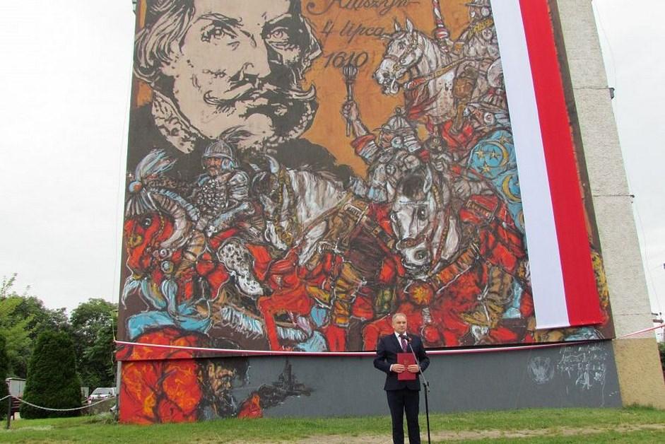 Jedwabne: Mural upamiętnia bitwę pod Kłuszynem