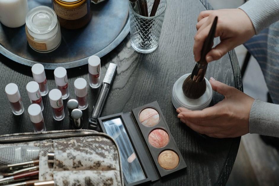 Mobilna kosmetyczka – czy warto nią zostać?