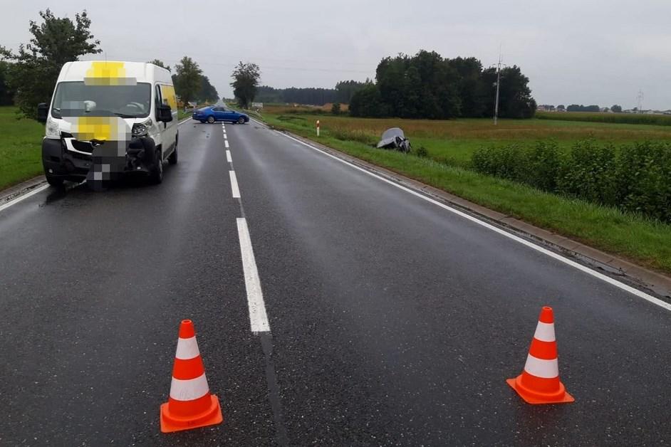 Gmina Łomża: Bus zderzył się z samochodem osobowym