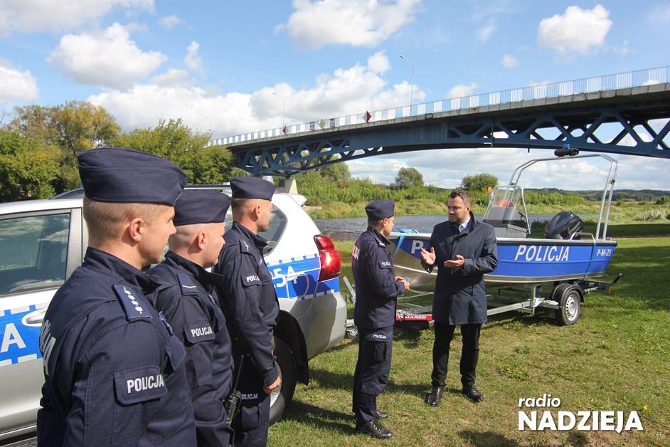 Łomża: Policja ma nową łódź. To prezent od miasta