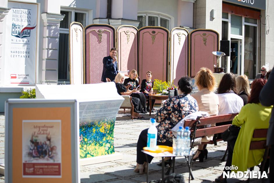 Łomża: Zaczytana Ławka i salonik państwa Dulskich na Dwornej