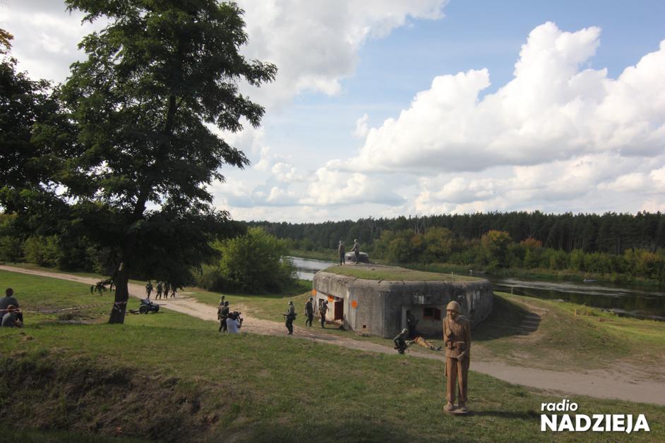 Nowogród: Odtworzyli wydarzenia z września 1939 roku