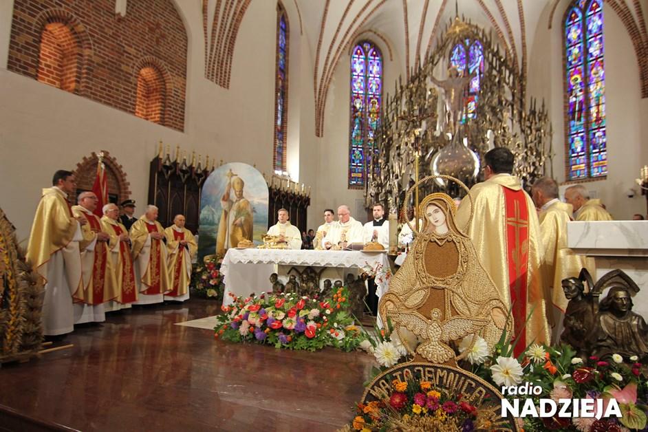 Wiara: Dziękczynienie za plony i beatyfikację Kardynała Wyszyńskiego w Łomży