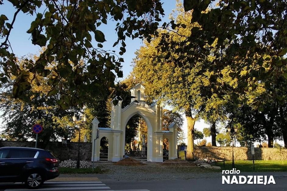 Łomża: Cmentarna brama została odnowiona